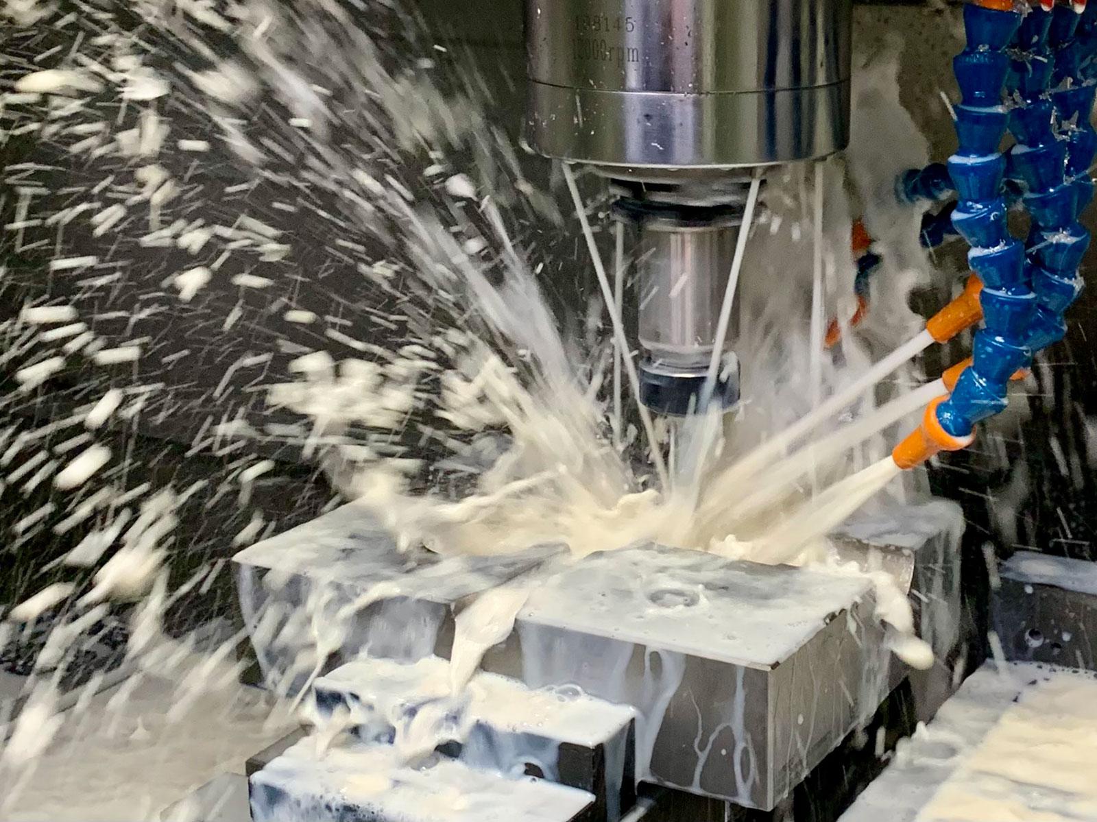 Aluminiumgussteile werden durch moderne CNC-Maschinen bearbeitet